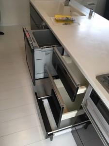 食器洗い乾燥機とキャビネットに差し替えた、施工後